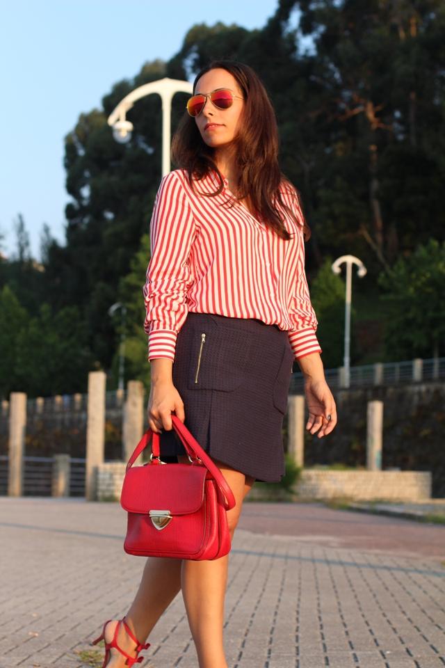 camisa+rayas+zara+outfitnavy+falda+zara+bolso+rojo+bimbaylola+siemprehayalgoqueponerse