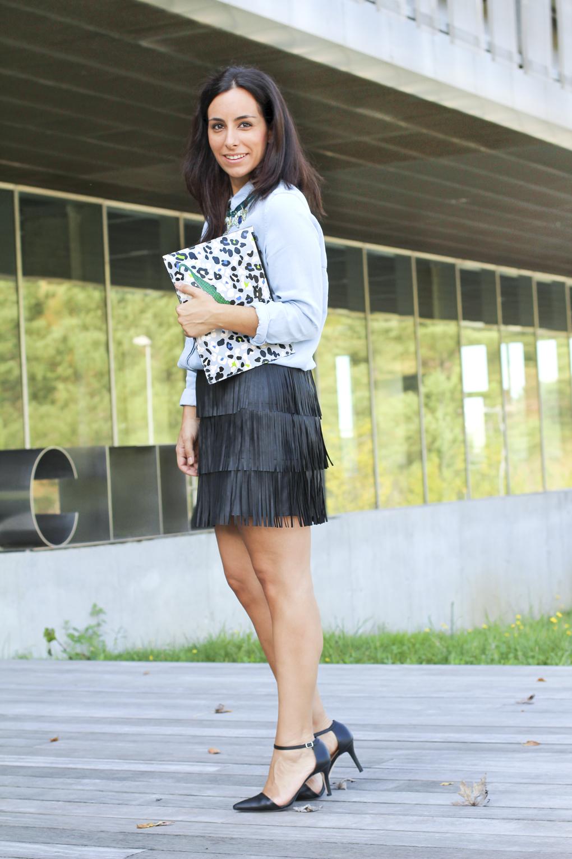 falda-flecos-collar-conemocioncomplementos-lookcamisavaquera-bolso-estampado-print-animal