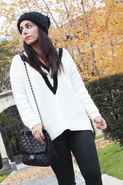 siemprehayalgoqueponerse-looks-en-blanco-y-negro-outfit-con-mocasines-dadá-zapateria