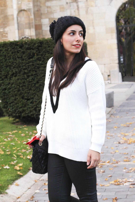 siemprehayalgoqueponerse-jersey-blanco-y-negro-pico-h&m-look-con-mocasines-street-style-gorro-lana