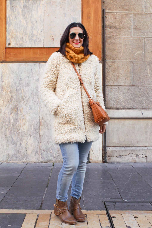 street-style-moda-calle-león-invierno-abrigo-bolso-bimba