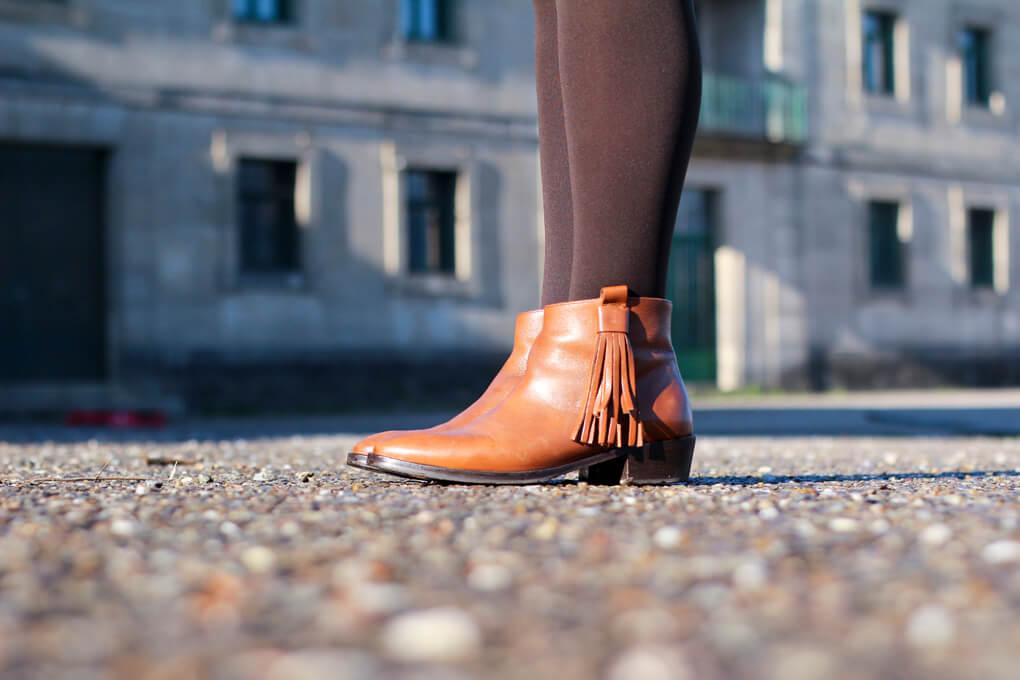 botines-flecos-botines-camel-uterque-boots-uterque-detalle