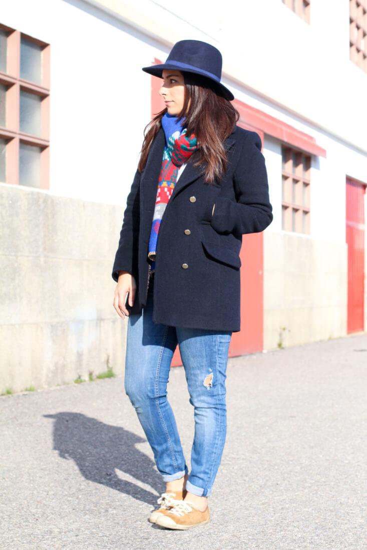 ondasonline-siemprehayalgoqueponerse-blog-moda-vigo-blog-moda-galicia-blog-moda-españa-look-stradivarius-look-abrigo-marinero-look-con-sombrero