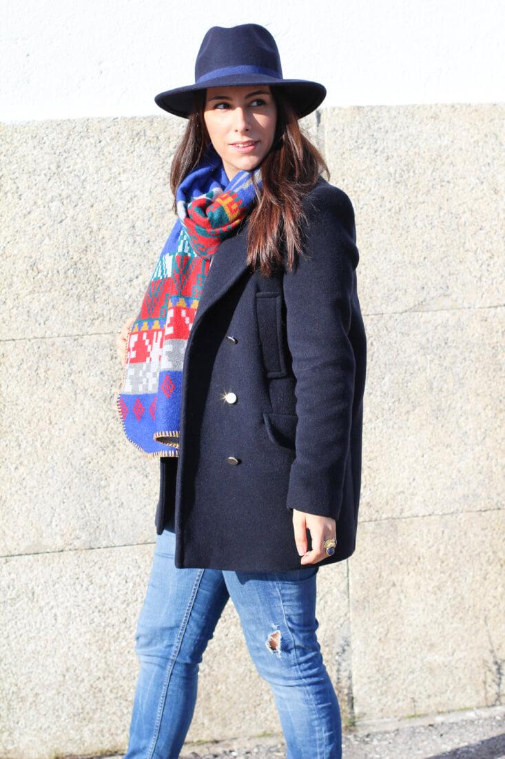look-ondas-online-bufanda-ondas-online-look-abrigo-azul-stradivarius-blog-moda-vigo-blog-moda-galicia-blog-moda-españa-bloggera-moda-española-street-style-winter-street-style-sneakers
