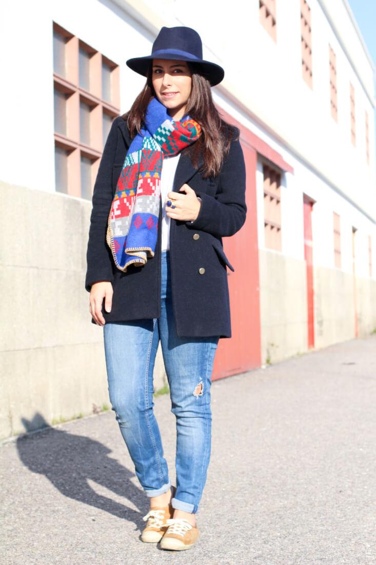 look-casual-look-sporty-chic-look-con-abrigo-azul-marino-como-combinar-abrigo-azul-marino-bufanda-ondas-online-street-style-sporty-chic-blogger-moda-vigo-blogger-moda-galicia-blog-moda-españa
