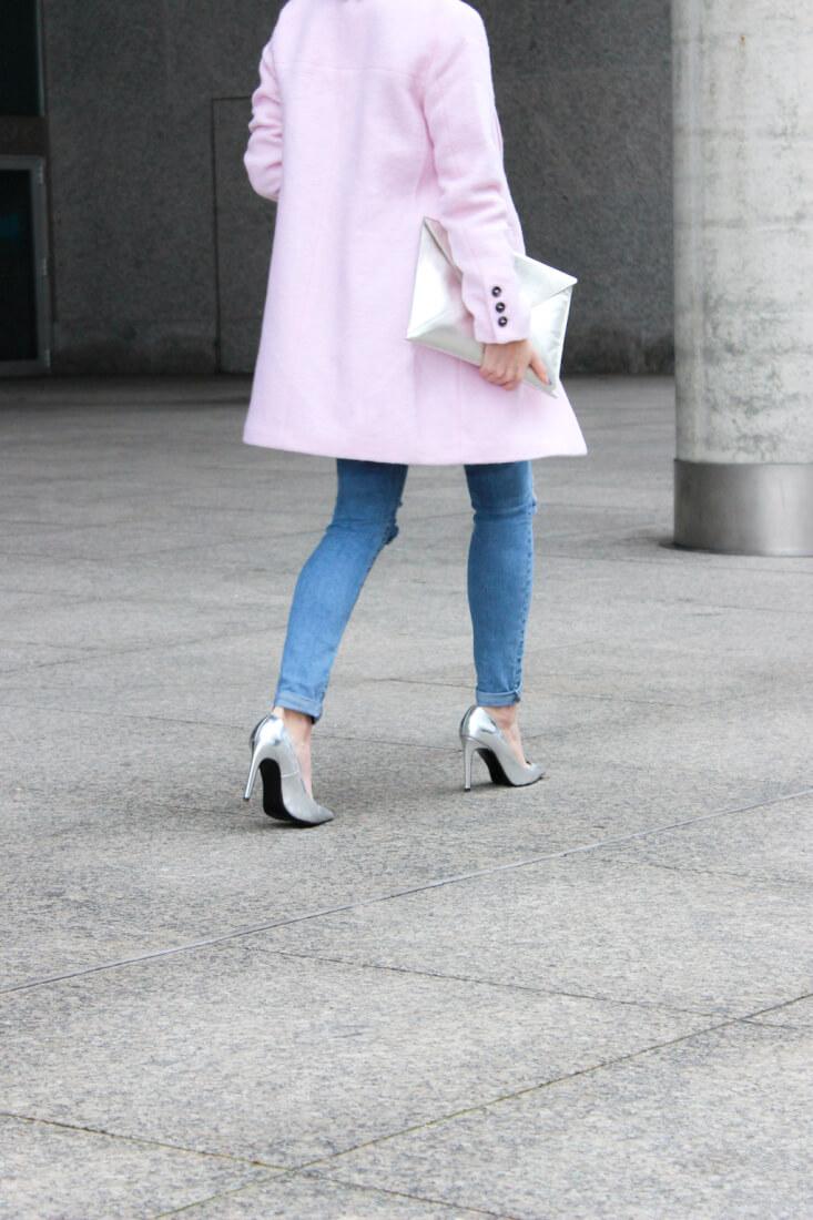 blog-moda-españa-abrigo-rosa-tacones-plata