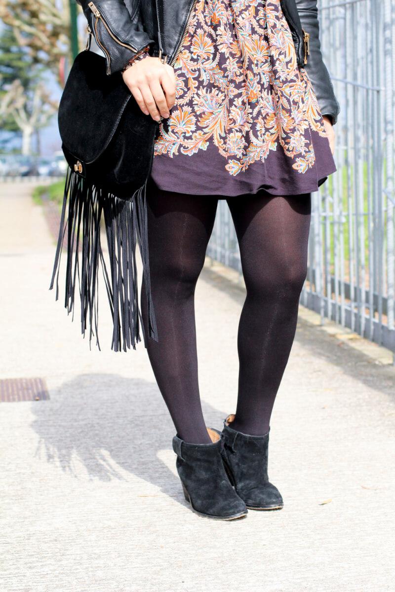 blog-moda-look-bolso-flecos-street-style-españa-botines-zara-vestido-boho