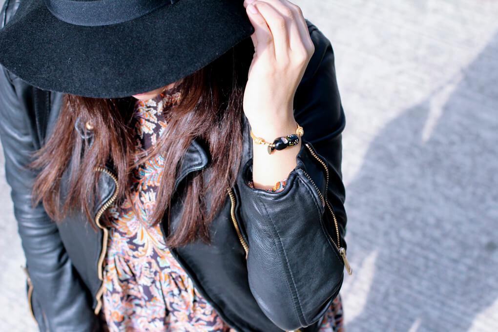 detalle-pulsera-diecisietecosas-moda-vigo-moda-galicia-blog-moda-españa-sombrero-ala-stradivarius
