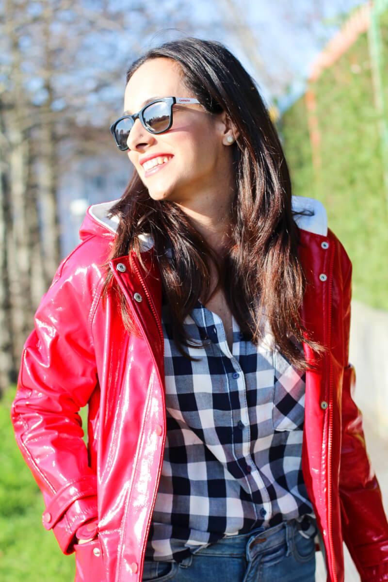 blog-moda-españa-blog-moda-galicia-blog-moda-vigo-moda-vigo-moda-galicia-moda-españa-look-camisa-cuadros-street-style-chubasquero-moda-en-la-calle-fashion-blogger-slip-on-sneakers