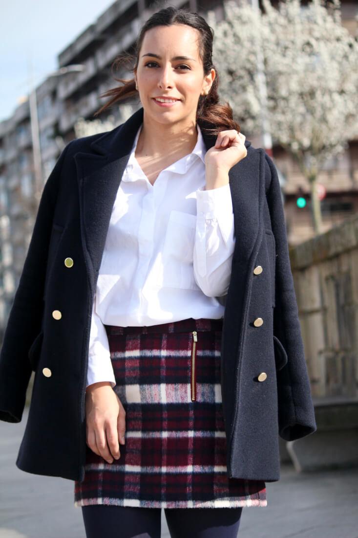 Outfits con abrigo azul marino