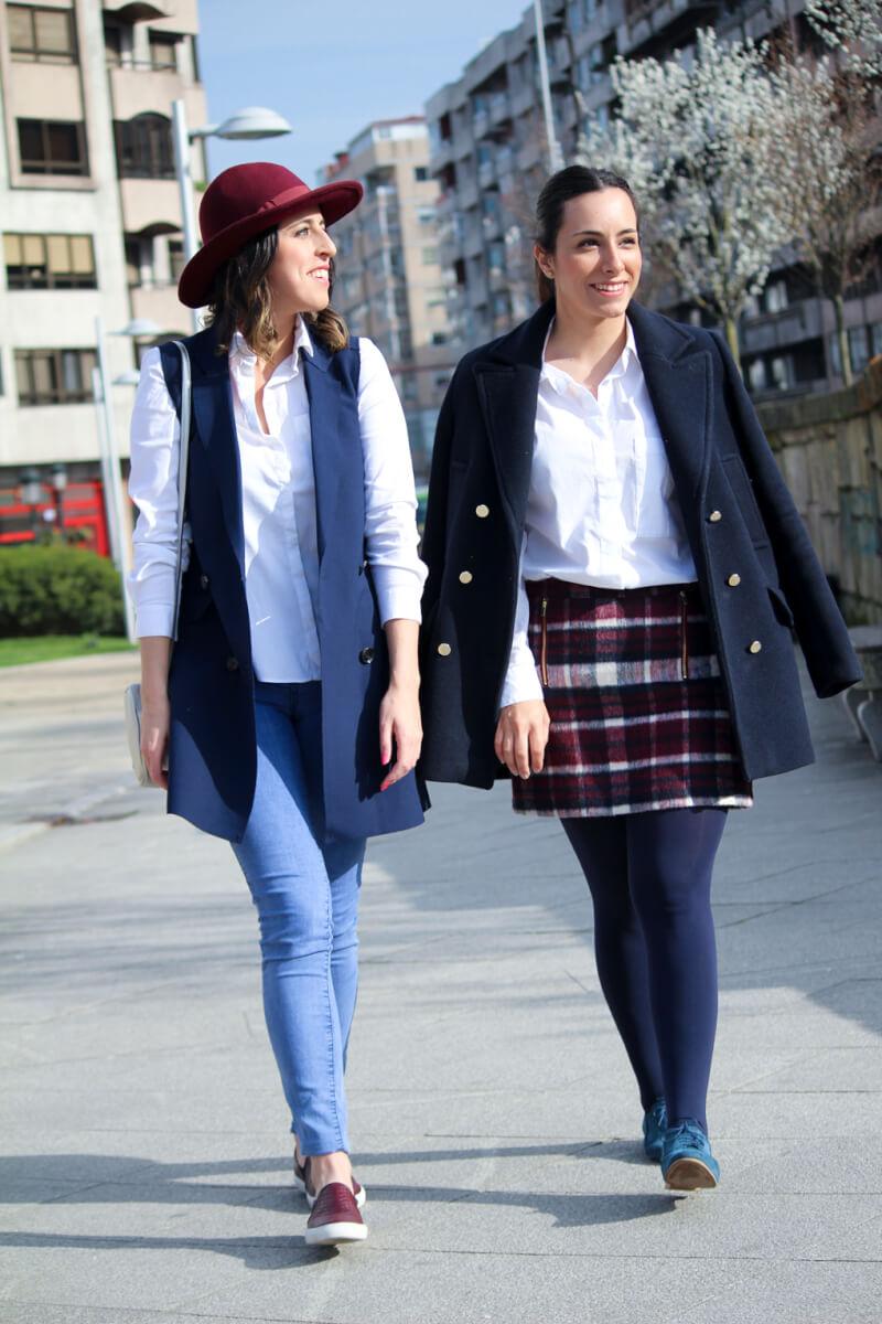 chalecolargo-azulmarino-slipongranates-camisablana-sombrero-abrigo-faldacorta-cuadros-oxford