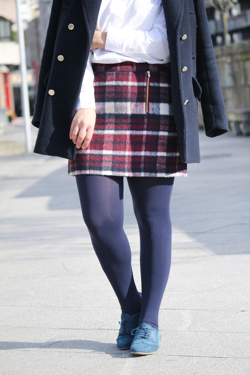falda-cuadros-primark-abrigo-azulmarino-stradivarius-oxfords-vogueLV-blog-moda-galicia-look-siemprehayalgoqueponerse