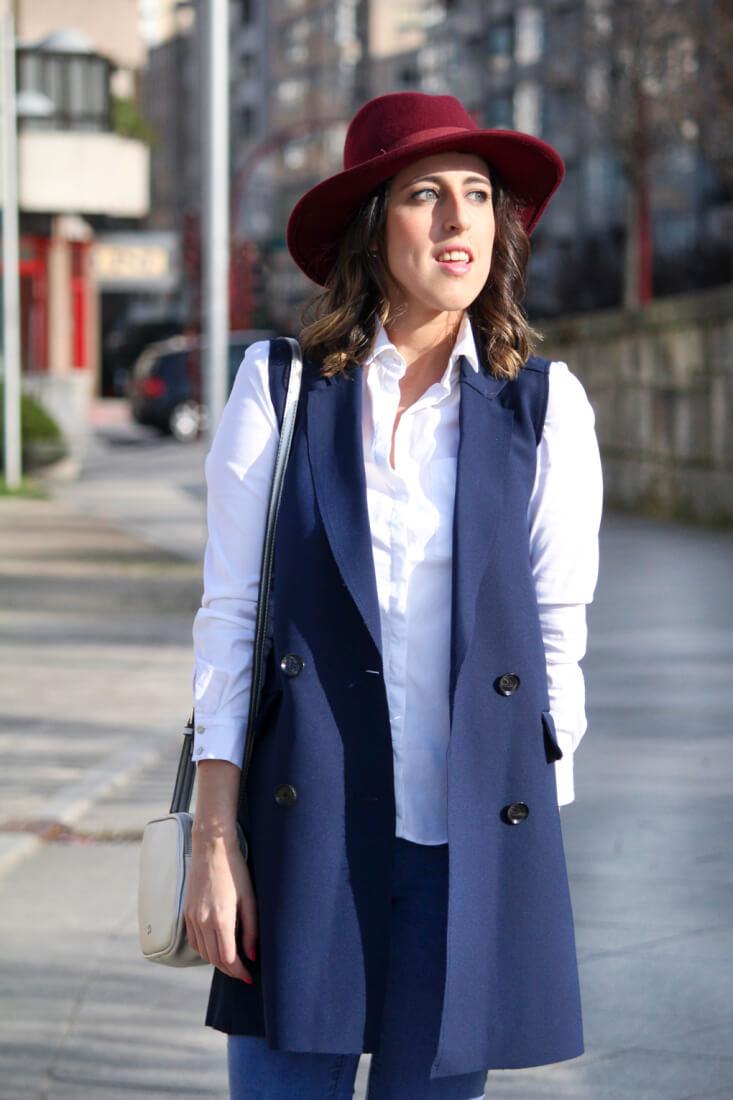 sombrero-granate-primark-chaleco-azul-marino-blog-moda-tedencia-outfit-siemprehayalgoqueponerse
