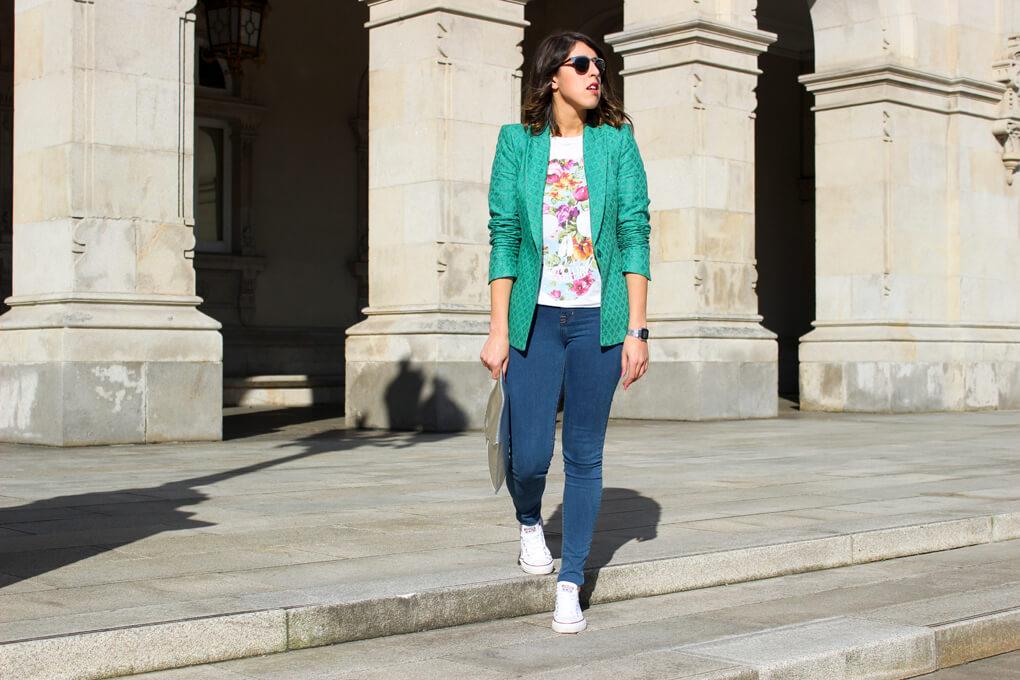 streetstyle-galicia-moda-vigo-pontevedra-siemprehayalgoqueponerse-outfit-blazer-denim-jeans-converse-zapatillas