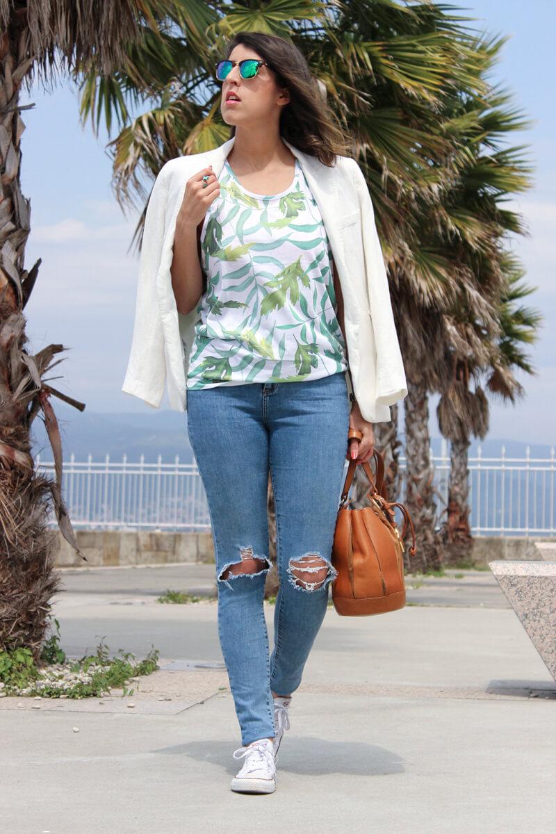 blog-moda-galicia-americana-blanca-inspiracion-combinar-blazer-blanca-denim-vaqueros-rotos