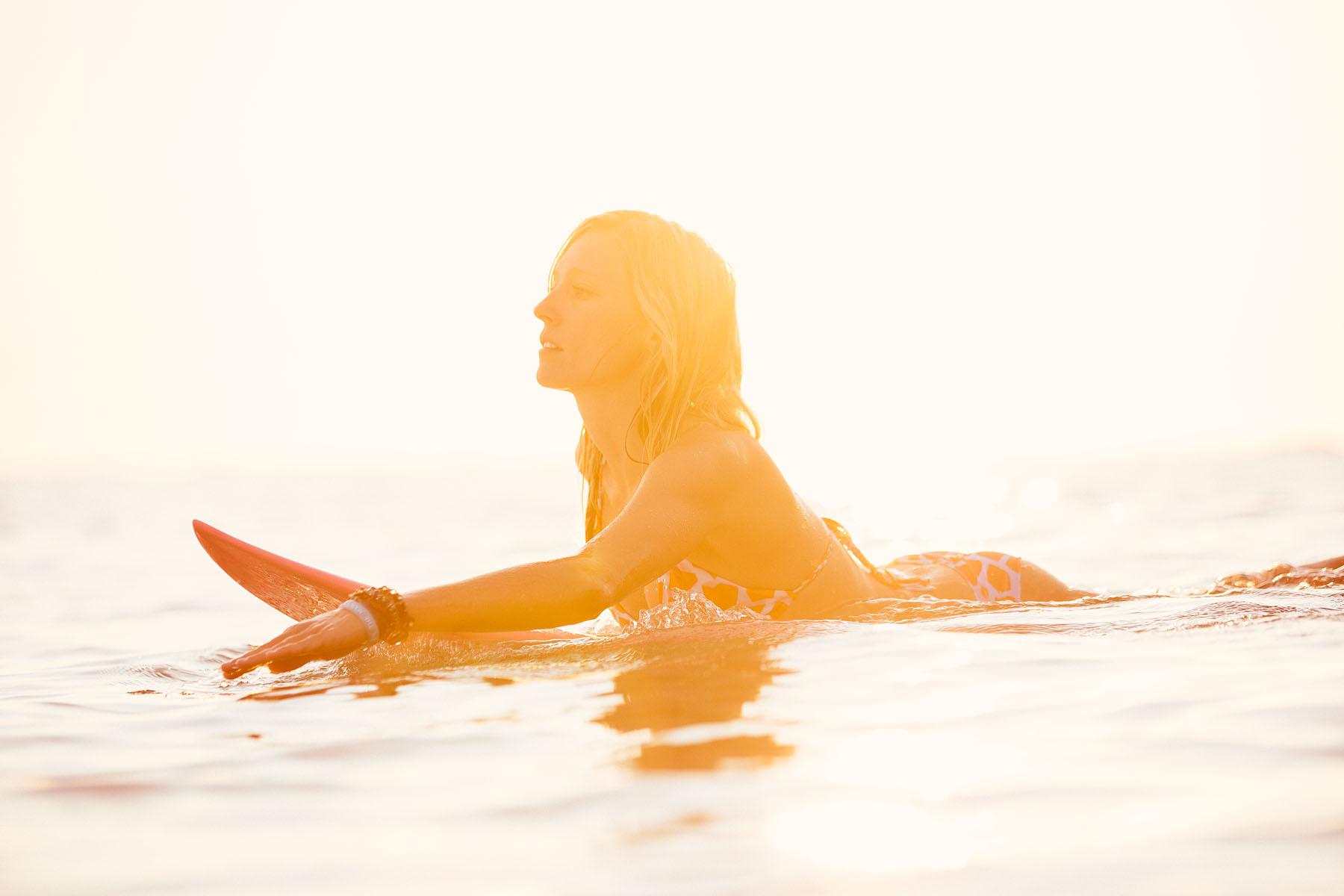 surf-deporte-mujer-verano