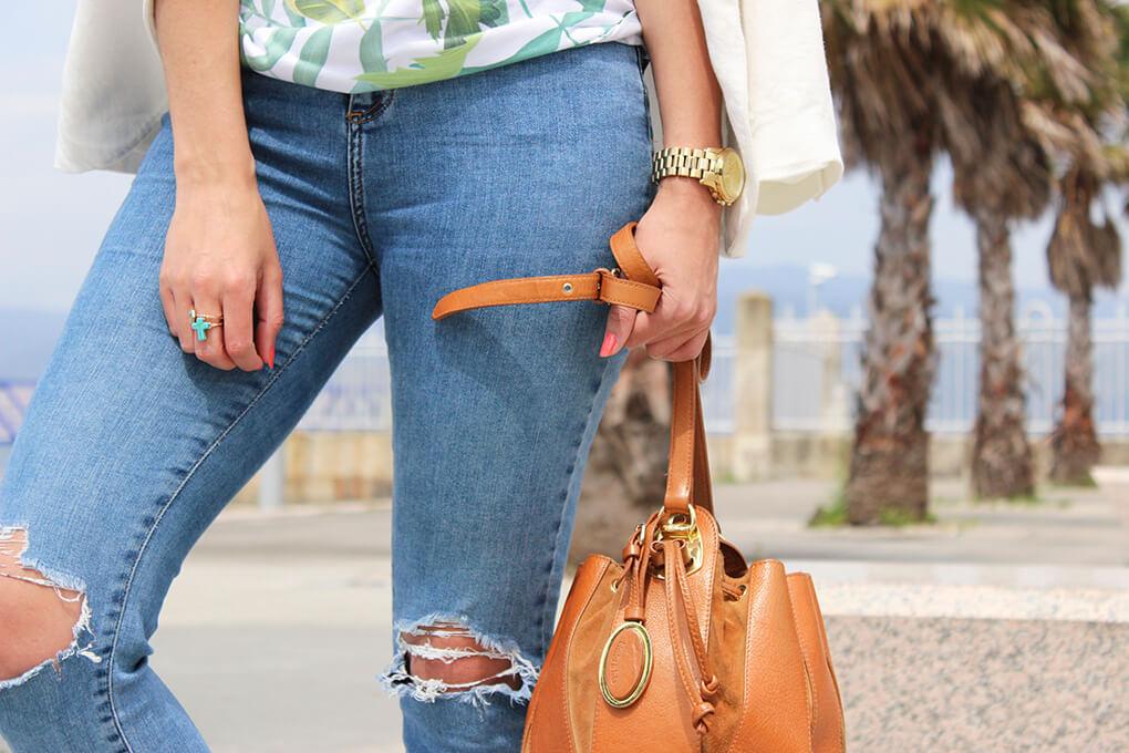 vaqueros-rotos-anillos-bolso-bombonera-blog-moda-tendencias