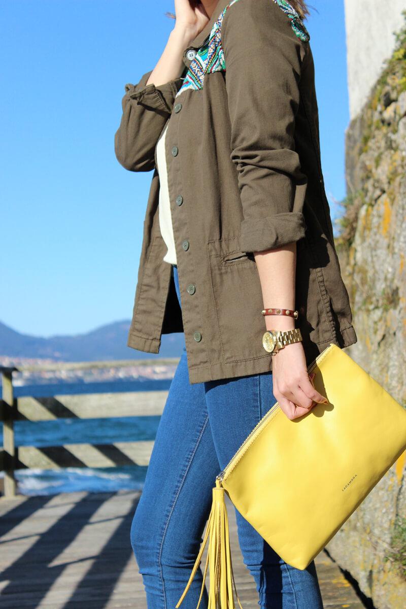 acambra-clutch-piel-amarillo-pulsera-pinchos