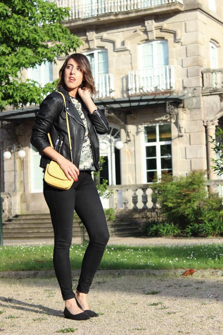 moda-clarks-zapatos-negro-serpiente-look-blogger-siemprehayalgoqueponerse-perfecto-bolso-amarillo-look-streetstyle