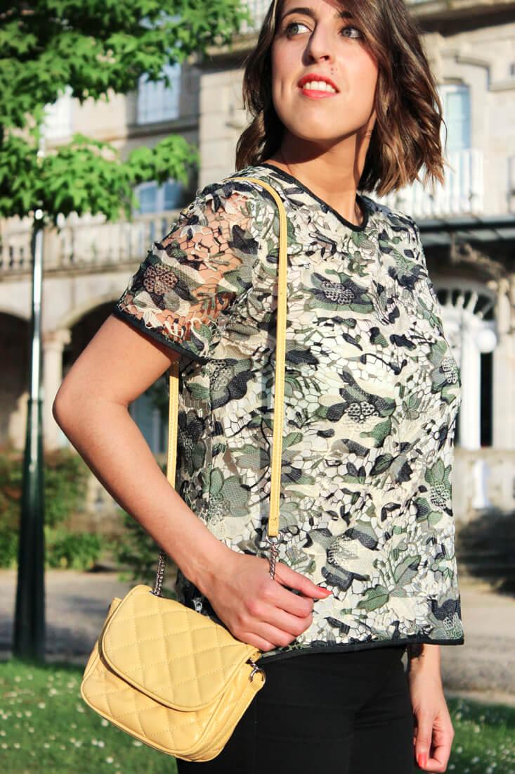 sfera-blusa-flores-crochet-bolso-amarillo-zara-detalle-moda-blog-tendencias-siemprehayalgoqueponerse