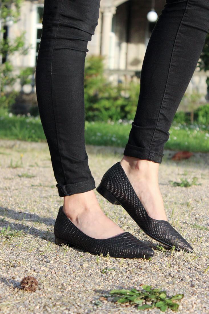 zapato-plano-clarks-negro-serpiente-gino-dawn-moda-tendencias-blog-siemprehayalgoqueponerse-femenino
