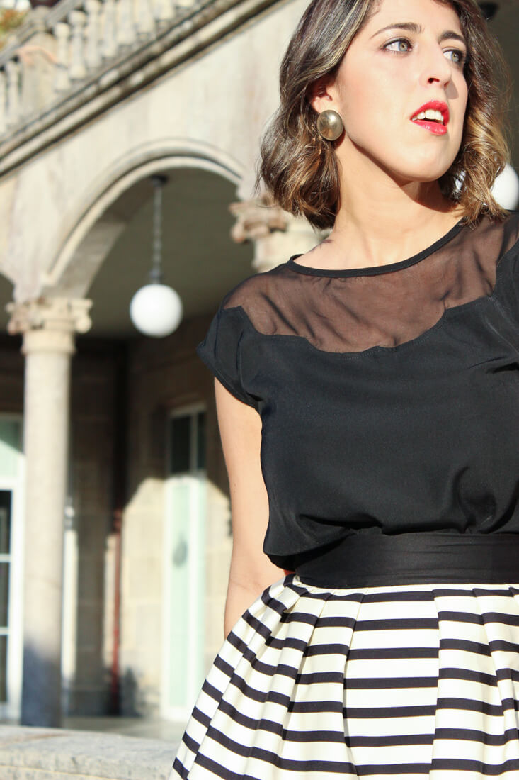 blusa-minueto-escote-semitransparente-look-invitada-boda-2015-pendientes-parfois