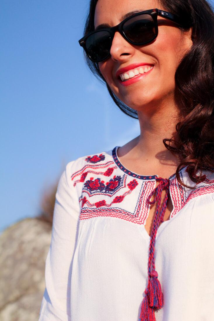 camisa-blanca-bordados-etnicos-como-combinar-tu-camisa-blanca-etnica-blog-moda-total-look-en-blanco