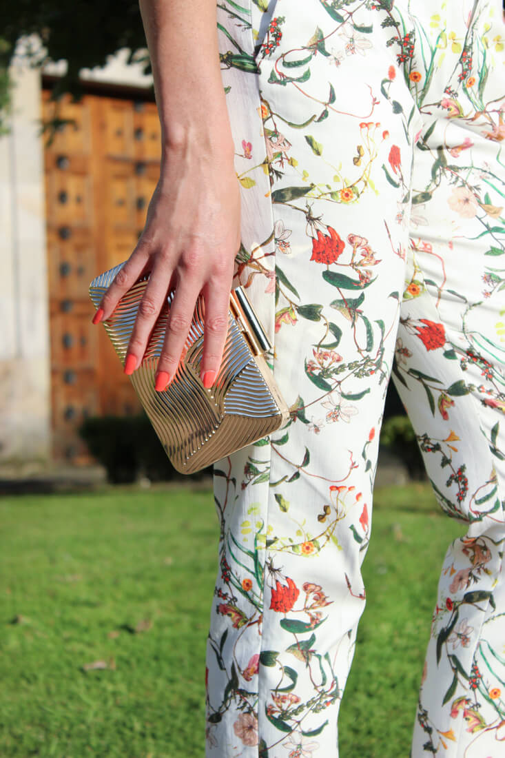 clutch-dorado-parfois-moda-2015-boda-pantalon-flores