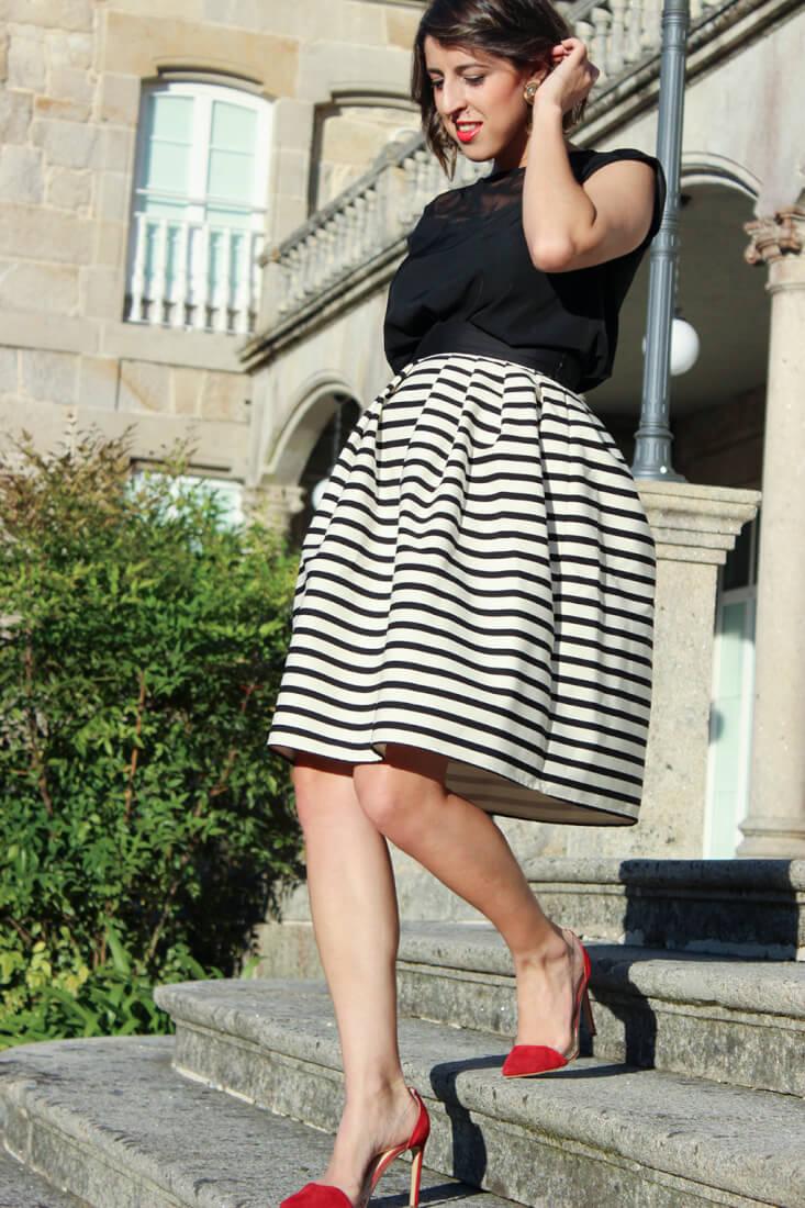 falda-midi-vuelo-rayas-blanco-negro-estiletos-rojos-ladyaddict-krack-look-boda