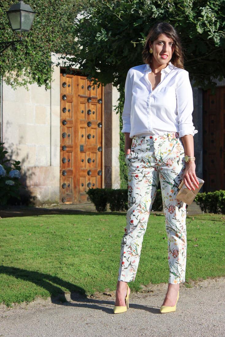 invitada-boda-2015-pantalon-traje-flores-zara-blusa-blanca-bolso-dorado-parfois-siemprehayalgoqueponerse