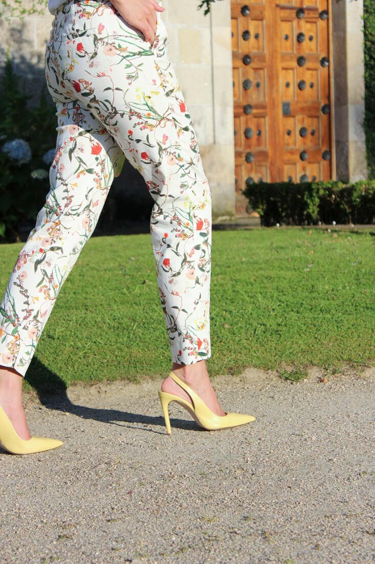 pantalon-flores-look-tacones-amarillo-zara-blog-moda-vigo-galicia-siemprehayalgoqueponerse