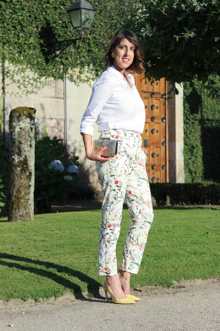 pantalon-traje-estampado-flores-zara-look-boda-camisa-blanca-siemprehayalgoqueponerse