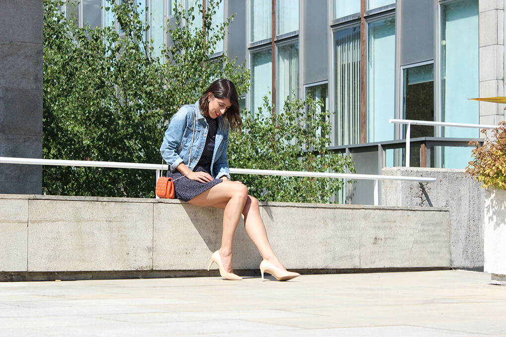 blog-moda-españa-siemprehayalgoqueponerse-vestido-azulmarino-lunares