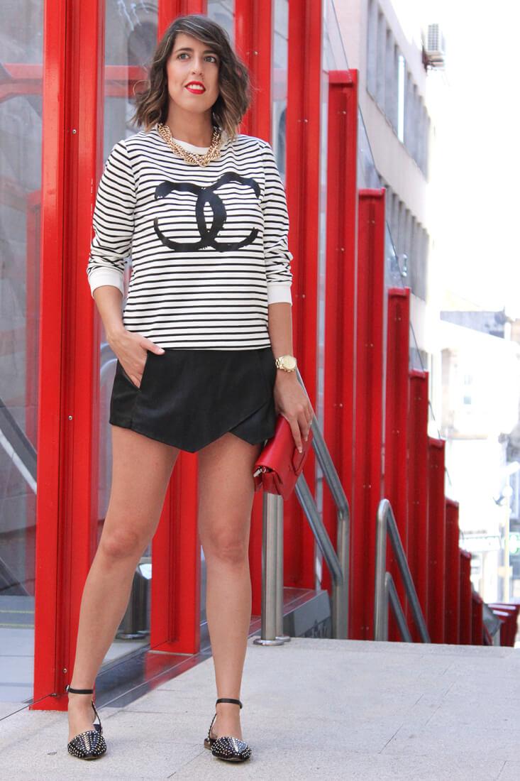 keep-calm-trendy-sudadera-rayas-chanel-skort-zara-sandalias-look-verano-moda-vigo