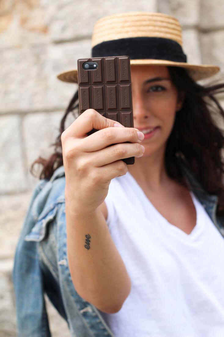 look-canotier-funda-iphone-chocolatina-siemprehayalgoqueponerse