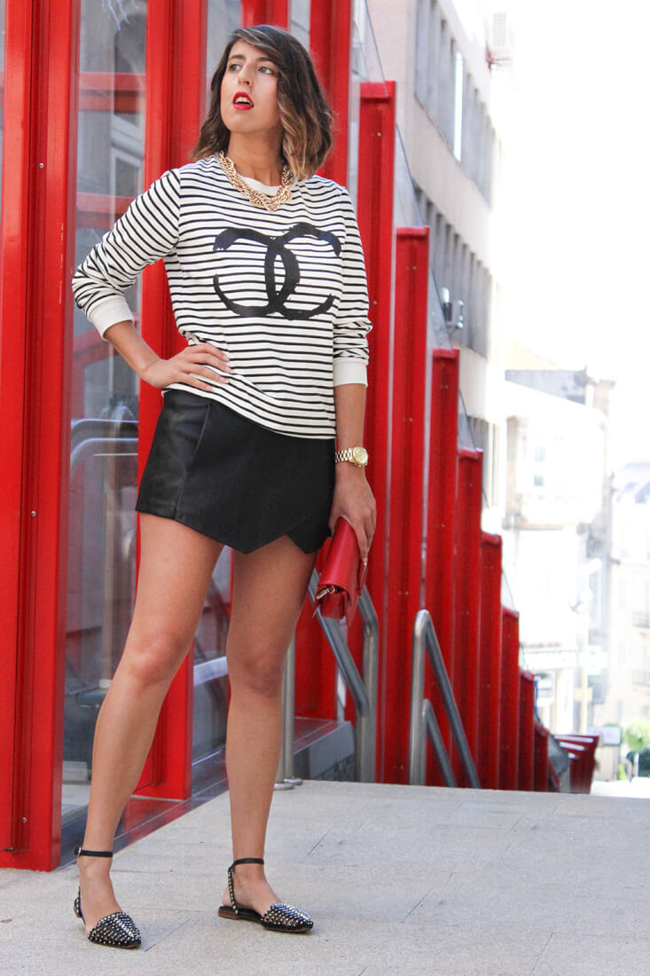 sudadera-chanel-keep-calm-trendy-moda-blog-galicia-siemprehayalgoqueponerse-skort-negro-bolso-rojo