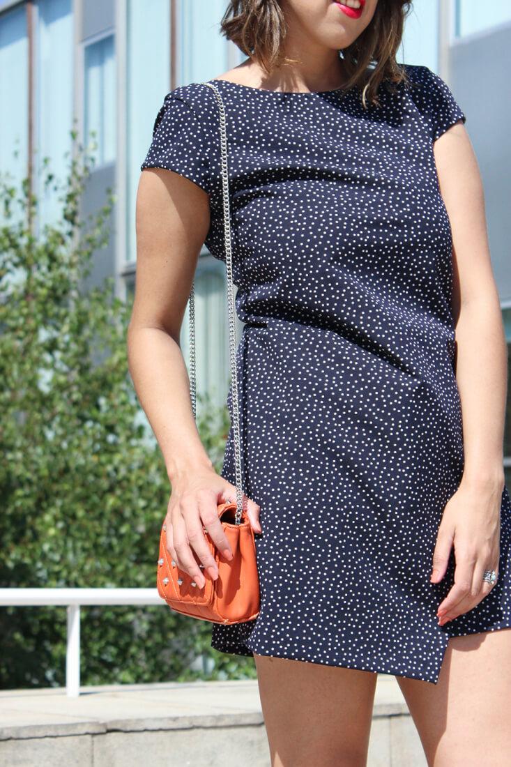 vestido-topitos-lunares-look-bolso-naranja-zara-moda-blog-siemprehayalgoqueponerse