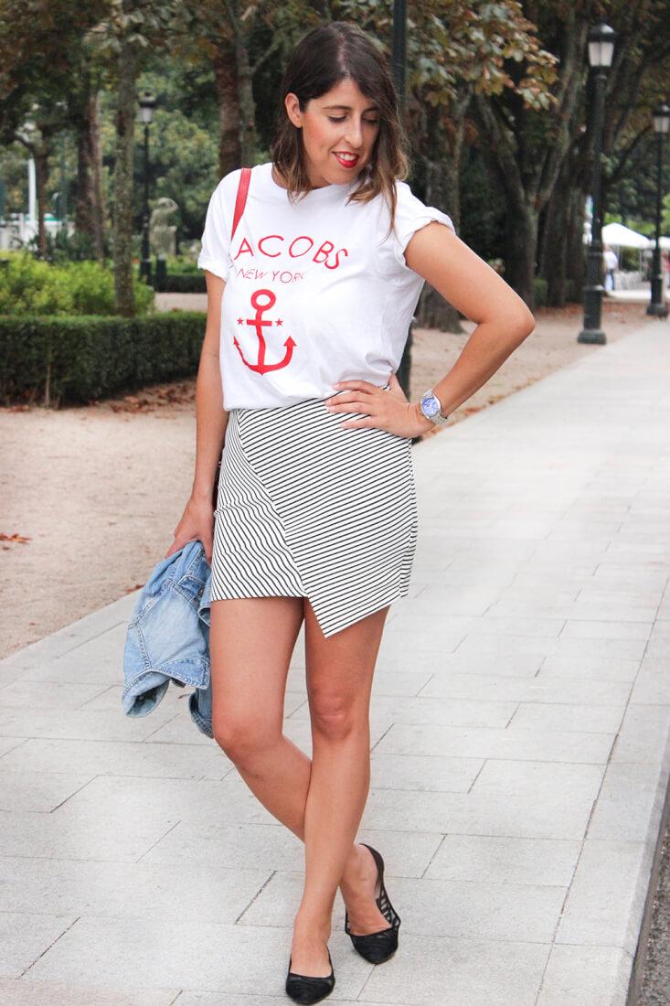 camiseta-ancla-jacobs-falda-rayas-asimetrica-look-blog-moda-vigo