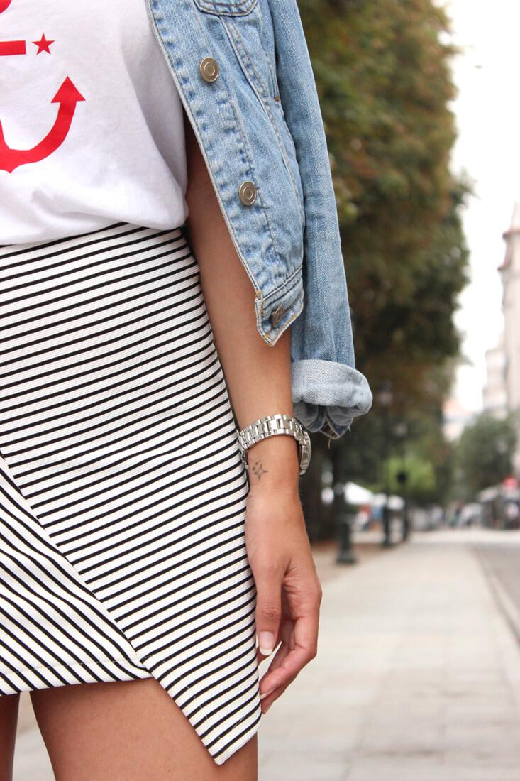 falda-asimetrica-rayas-pullandear-camiseta-ancla-tatuaje-estrella