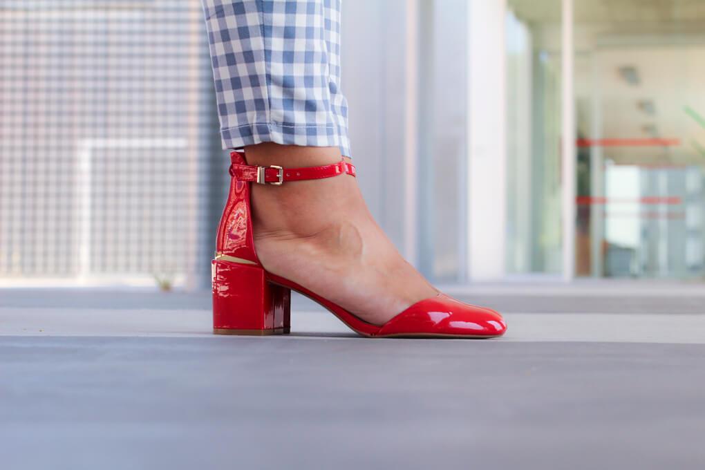 zapatos-rojos-stradivarius-zapatos-punta-redonda-retro-siempre-hay-algo-que-ponerse-moda-vigo-pantalones-cuadros-blogger-vigo-blogger-galicia