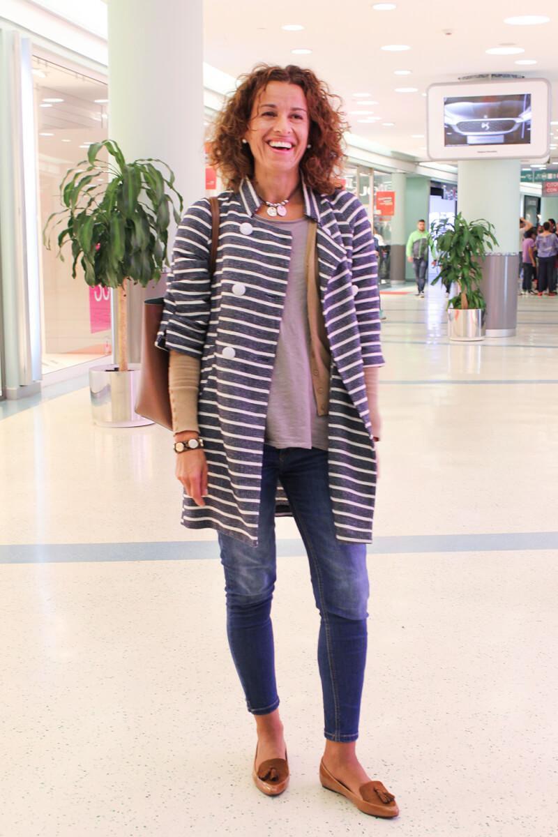 abrigo-rayas-navy-streetstyle-inspiration-mocasines-mostaza-shoppingnight-granvia