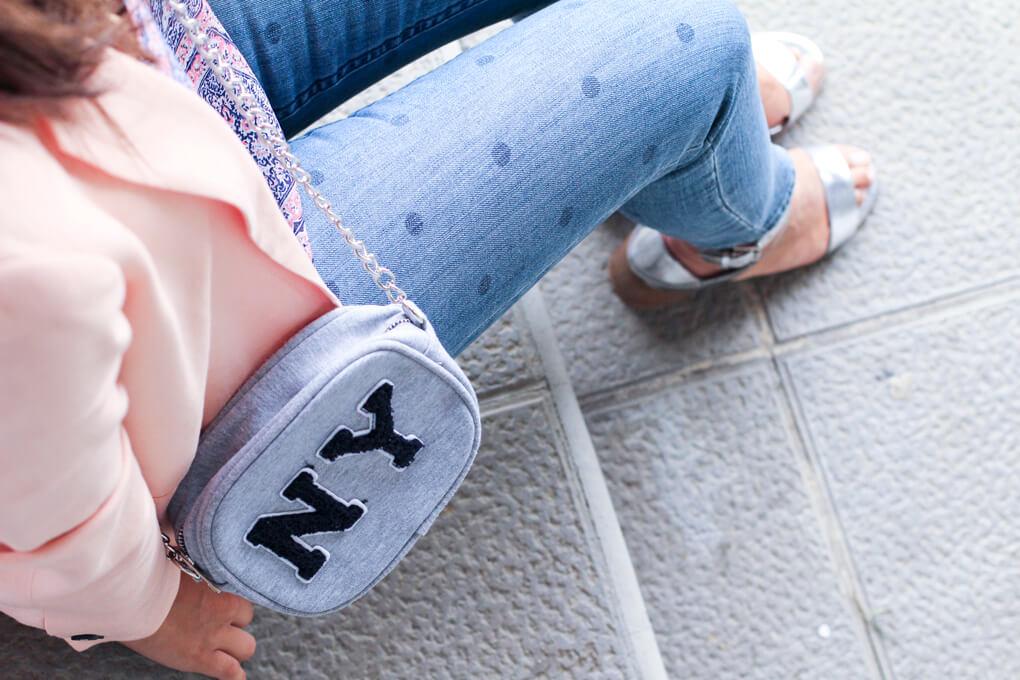 bolso-ny-blanco-pantalones-lunares-siempre-hay-algo-que-ponerse-moda-galicia-street-style-blazer