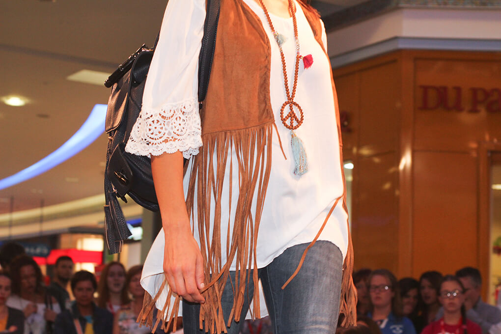 chaleco-flecos-boho-tendencias-pasarela-shopping-night-granvia-vigo