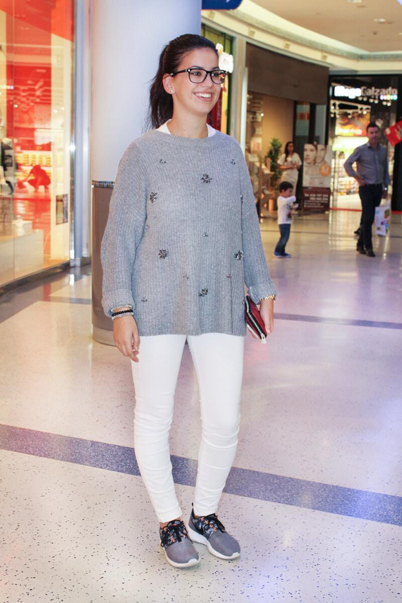 jersey-pedreria-zara-jeans-blancos-deportivas-nike-shoppingnight-vigo-granvia