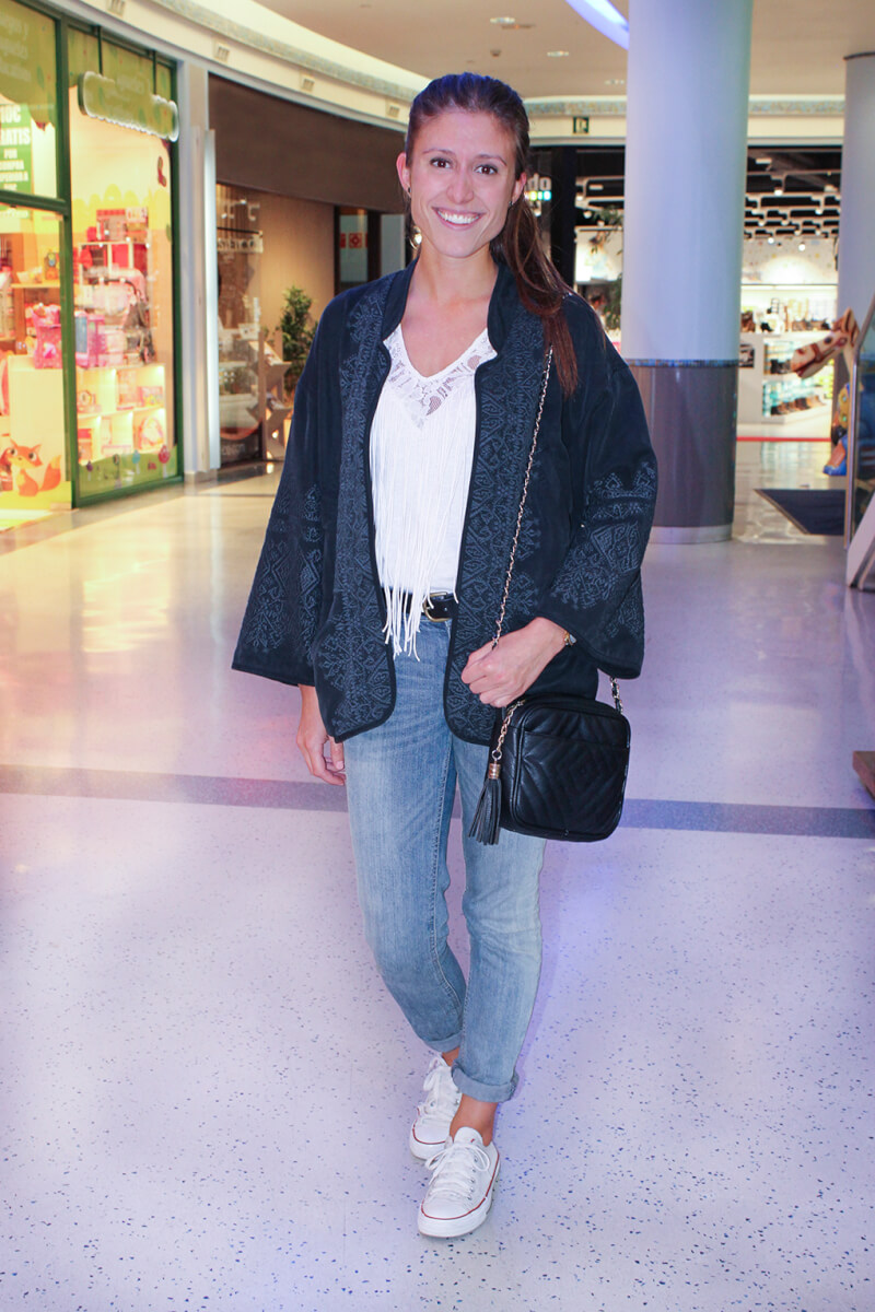 kimono-deportivas-blancas+streetstyle-vigo-shopping-night-vigo