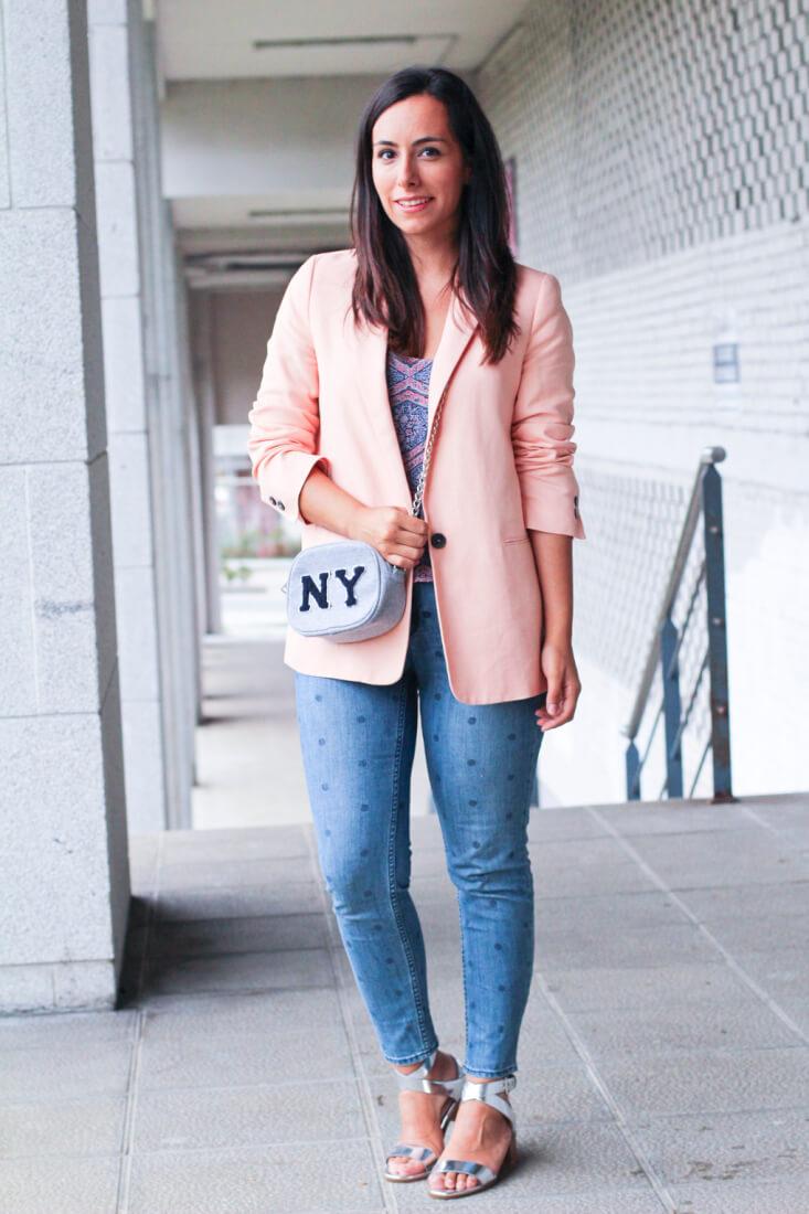 look-blazer-coral-zara-look-pantalón-lunares-moda-vigo