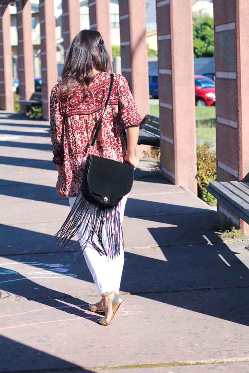 street-style-flecos-street-style-jeans-blancos-street-style-boho-blusa-folk