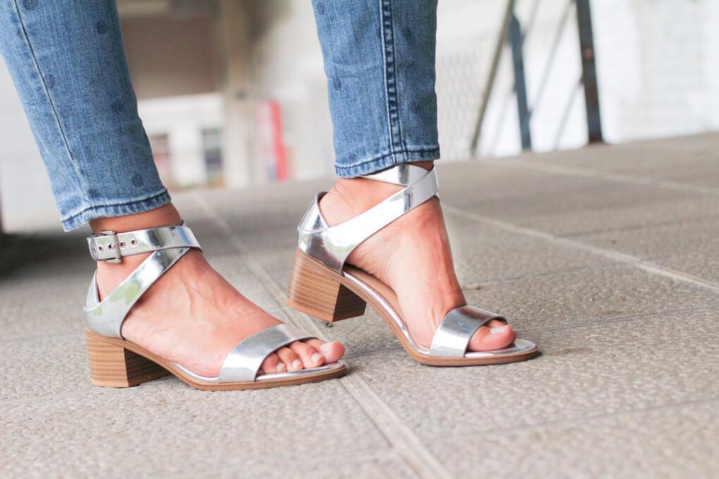 street-style-shoes-street-style-plata-sandalias-plata-bershka-pantalones-lunares-blog-moda-españa-blogger-vigo