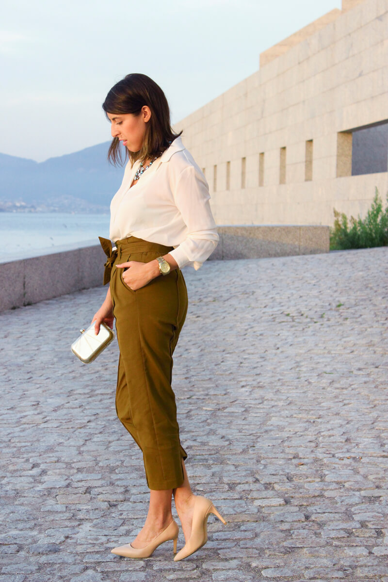 pantalon-caqui-talle-alto-zara-blusa-blanca-blog-moda