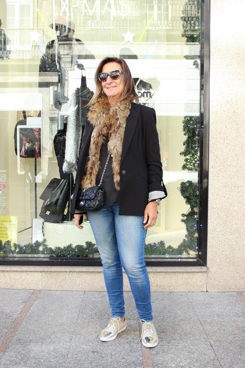 moda-street-style-vigo-chaleco-pelo-bolso-acolchado-purificacion-garcia-siemprehayalgoqueponerse